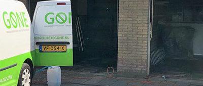 Gone bus voor bij garage